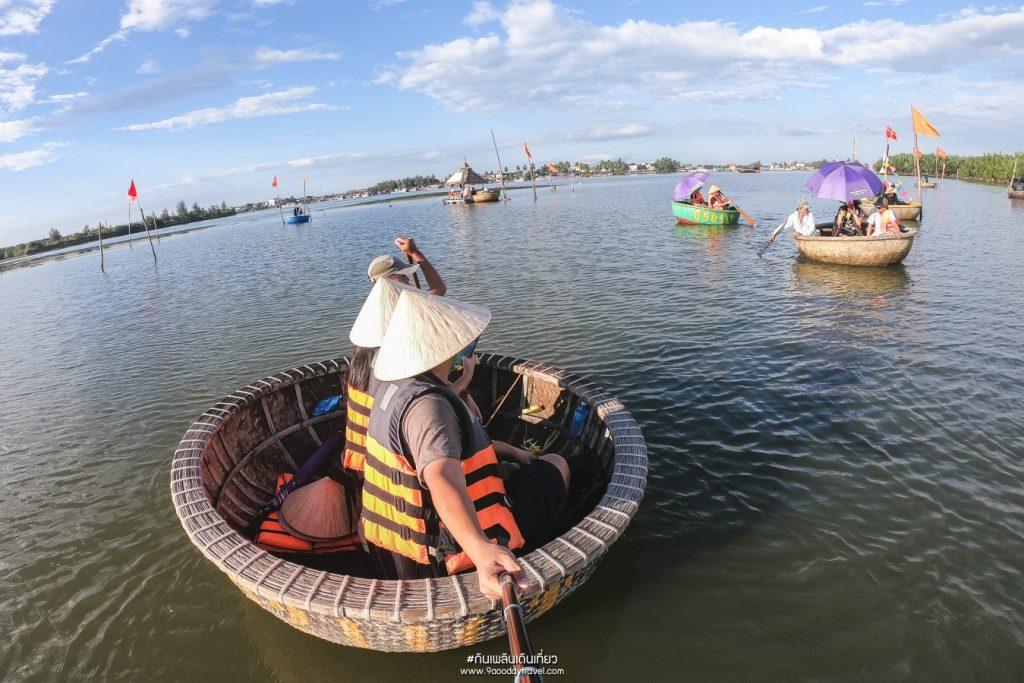 ล่องเรือมะพร้าว